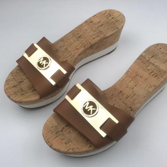 497ee57ead3 Michael Kors l Warren Platform Sandal. M 5c72f9f645c8b37e70eb81b8